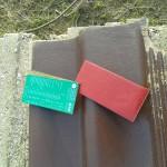Farbkarte auf Dachpfanne